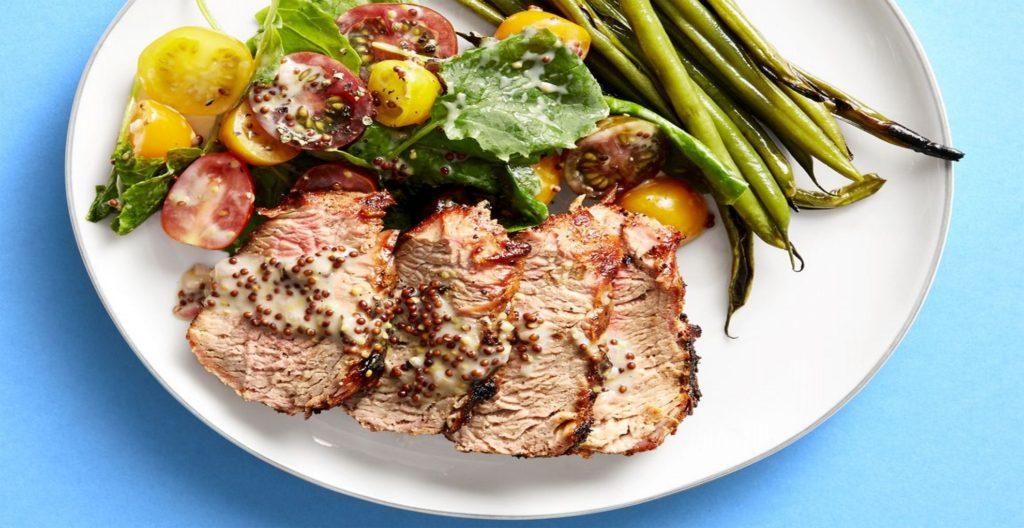 Carne de porc la gratar cu vinegreta de mustar granulat pentru o cina super gustoasa si sanatoasa